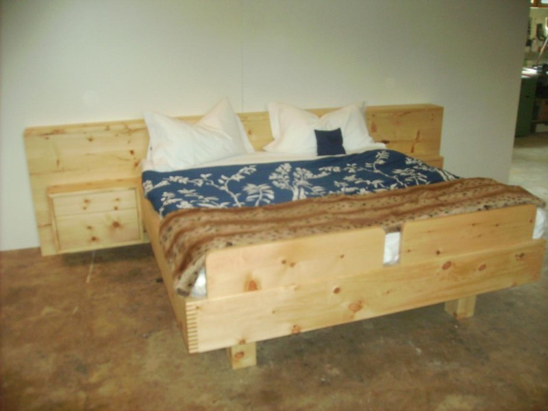 Zirbenholz Bett