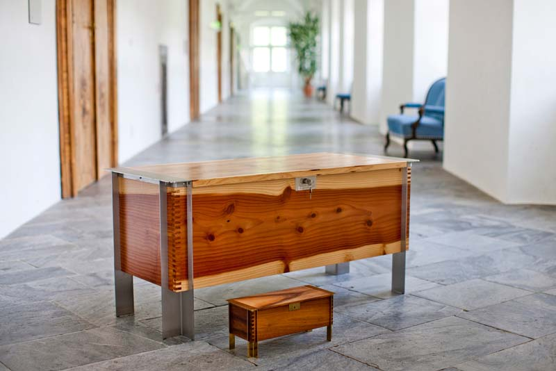 die traditionelle hochzeitstruhe griessner tischlerei ausstellungshaus neumarkt k chen. Black Bedroom Furniture Sets. Home Design Ideas