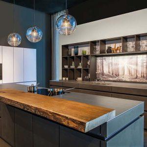 dekorative glas nischenr ckw nde tischlerei ausstellungshaus griessner. Black Bedroom Furniture Sets. Home Design Ideas