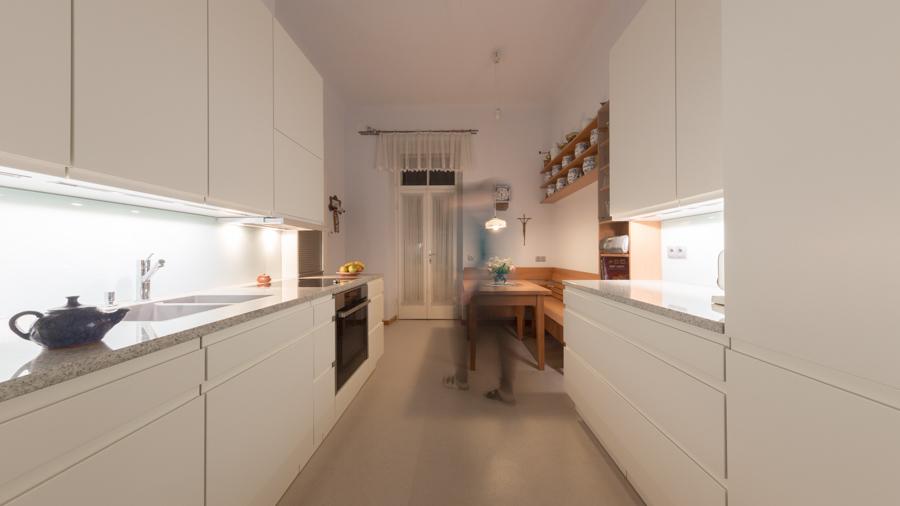 Eine Küche mit gemütlichem Sitzplatz…… ‹ GRIESSNER | Tischlerei ...