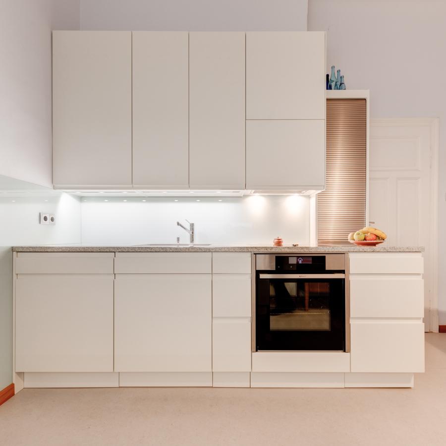 eine k che mit gem tlichem sitzplatz tischlerei ausstellungshaus griessner. Black Bedroom Furniture Sets. Home Design Ideas
