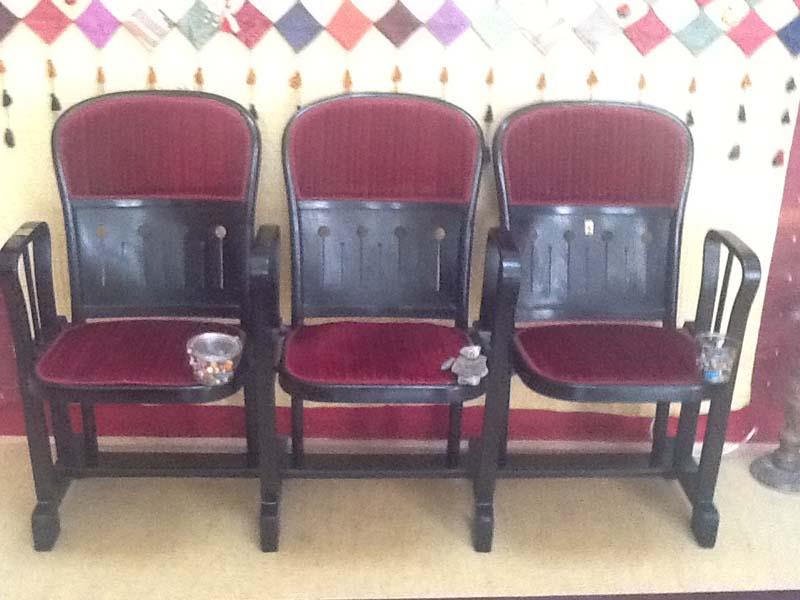 thonet kinobank 3 sitzig griessner tischlerei ausstellungshaus neumarkt k chen. Black Bedroom Furniture Sets. Home Design Ideas