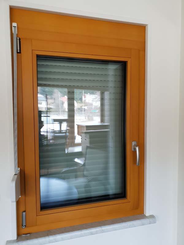 Holz/Alu Fenster mit Vorsatzrolladen